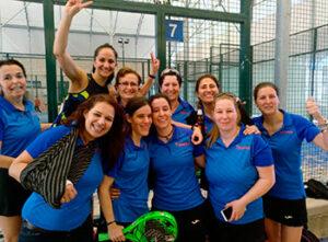 Nuestras chicas de equipo femenino de la liga SNP